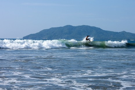 Surfing Playa Tamarindo